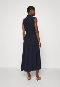IVY & OAK - LAPEL COLLAR DRESS ANKLE LENGTH - Shift dress - navy blue - 2