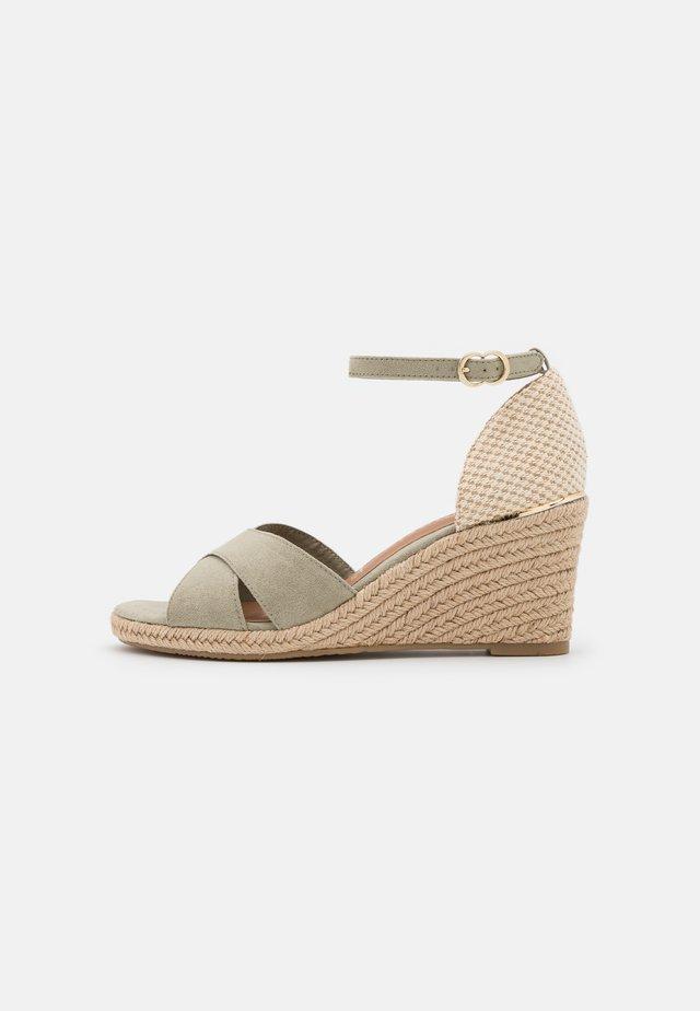 Sandalen met sleehak - pistacchio