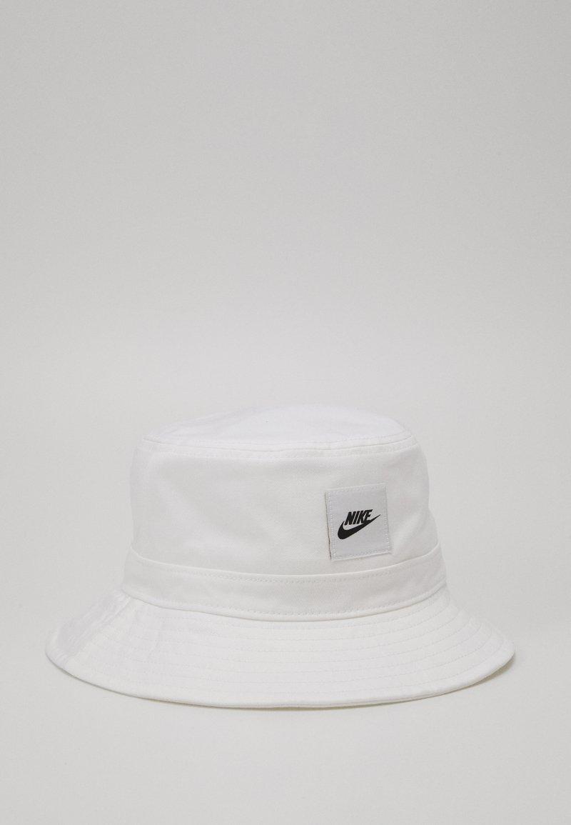 Nike Sportswear - BUCKET CORE UNISEX - Klobouk - white