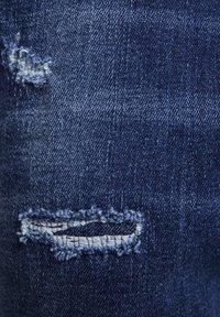 PULL&BEAR - MIT ZIERRISSEN - Jeans Tapered Fit - dark-blue denim - 6