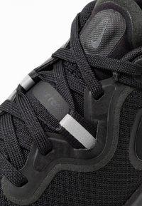 Nike Performance - REACT MILER - Obuwie do biegania treningowe - black - 5