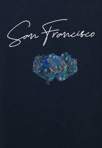 Urban Threads - SAN FRANCISCO OVERSIZED TEE - Triko spotiskem - blue - 2