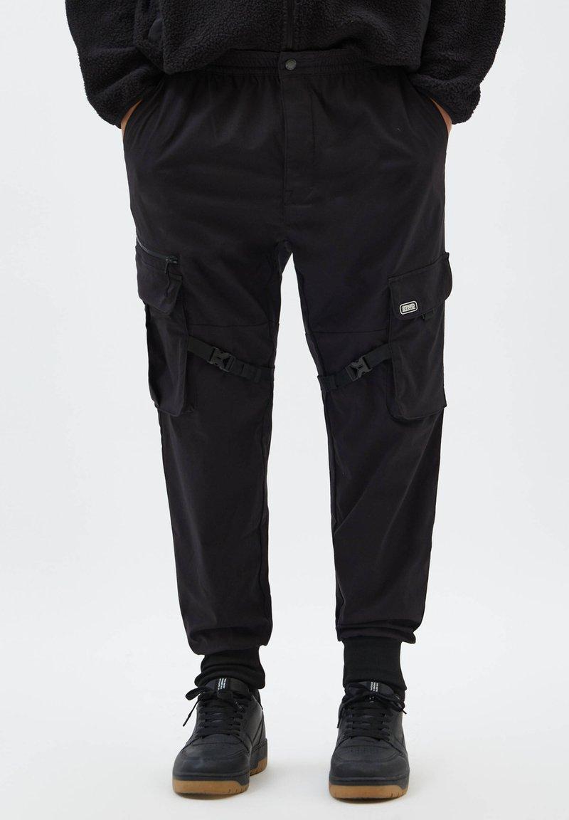 PULL&BEAR - Cargo trousers - black
