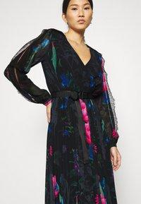 Guess - EKATERINA DRESS - Długa sukienka - botanical flow - 4