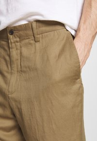 Polo Ralph Lauren - CLASSIC FIT NEWPORT - Shorts - desert khaki - 5