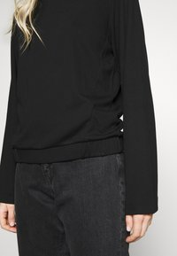 Marc O'Polo PURE - CREW NECK ZIPPER AND ASYMETRICAL HEMLINE - Langærmede T-shirts - pure black - 5