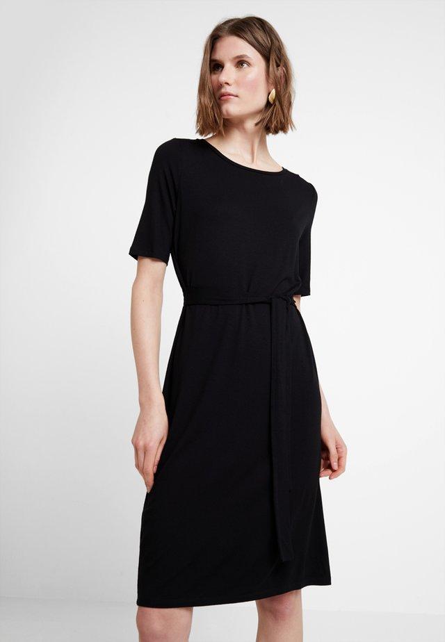 BELTED DRESS - Sukienka z dżerseju - black