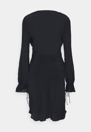 DRESS WITH WAIST DETAIL - Day dress - night