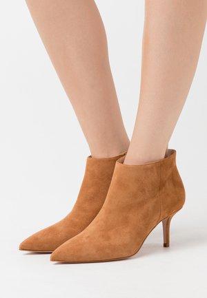 AUDREY - Ankle boots - tan