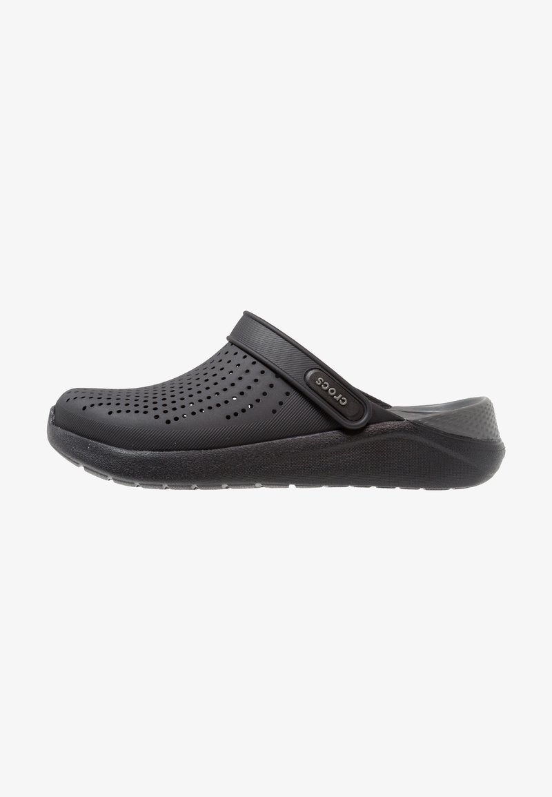 Crocs - LITERIDE RELAXED FIT - Dřeváky - black/slate grey