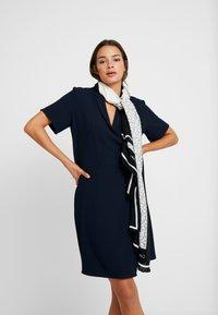 Calvin Klein - GEO QUILT SCARF - Foulard - black - 0
