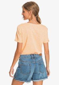 Roxy - OCEANHOLIC  - Print T-shirt - apricot ice - 2