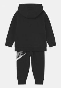 Nike Sportswear - HODIE SET UNISEX  - Trainingspak - black/light smoke grey - 1
