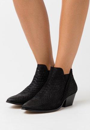YASBIRA - Kotníková obuv - black