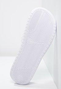 Nike Sportswear - BENASSI JDI - Pantofle - white/metallic silver - 4