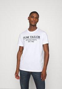 TOM TAILOR - Camiseta estampada - white - 0