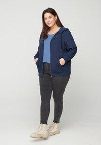 Zizzi - Zip-up hoodie - blue - 0