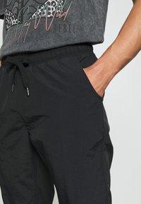 Redefined Rebel - RRHAYDEN PANTS - Tracksuit bottoms - black - 3