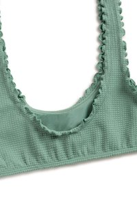 OYSHO - MIT GEWELLTEM SAUM  - Bikini top - green - 5