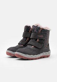 Superfit - ICEBIRD - Zimní obuv - grau/rosa - 1