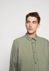 CLOSED - UTILITY  - Shirt - soft khaki - 3