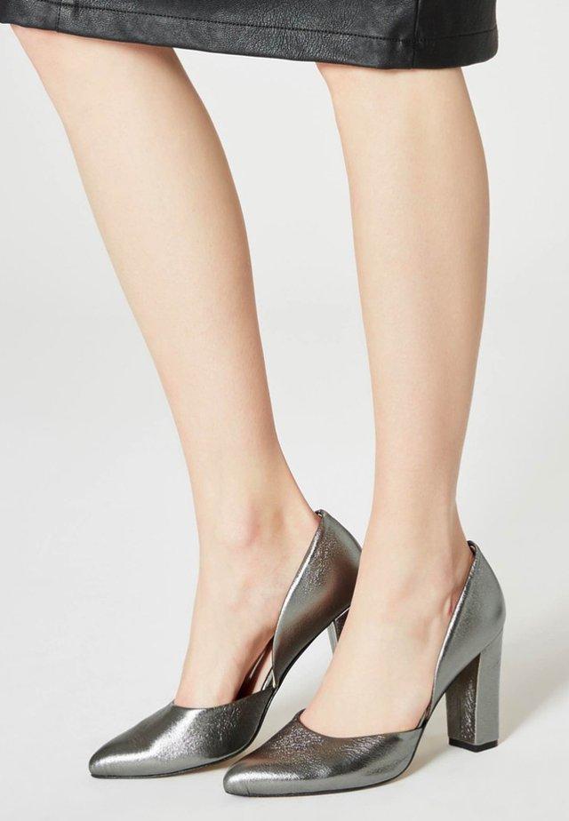 Czółenka - grey metallic
