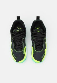 Jordan - WESTBROOK ONE TAKE UNISEX - Basketbalové boty - black/volt/white/green glow - 3