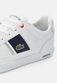 Lacoste - EUROPA  - Sneakers - wht/nvy/red - 5