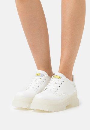 VEGAN ASPHA  - Chaussures à lacets - white