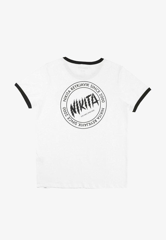DUSK RINGER - Print T-shirt - white