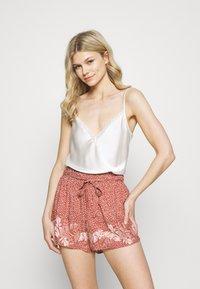 women'secret - PALM BELT SHORT - Pyjama bottoms - red - 1