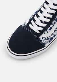 Vans - OLD SKOOL - Sneakers - dress blues/true blue - 4
