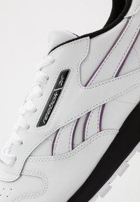 Reebok Classic - CL - Trainers - white/black/silver metallic - 5