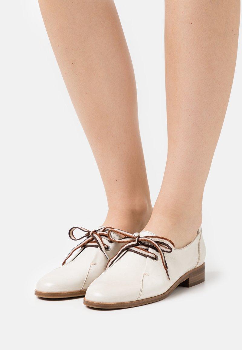 Everybody - Šněrovací boty - white
