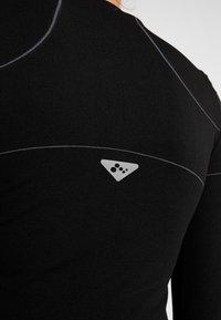 ONLY Play - ONPHUSH RUN CIRCULAR TEE - Sports shirt - black - 4