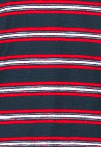 Tommy Jeans - STRIPE TAB TEE - T-shirt z nadrukiem - twilight navy - 5
