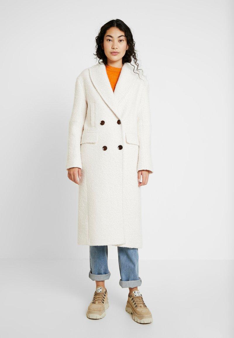 Topshop Tall - KIM BOUCLE - Zimní kabát - ivory