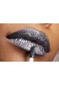 Nyx Professional Makeup - GLITTER GOALS LIQUID LIPSTICK - Liquid lipstick - 8 alienated - 2
