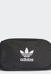 adidas Originals - ADICOLOR WAISTBAND UNISEX - Rumpetaske - black/white - 3