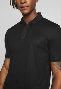 HUGO - DOLDEN - Polo shirt - black - 4