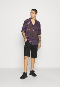 Vintage Supply - LIGHTNING ZEBRA - Shirt - purple - 1