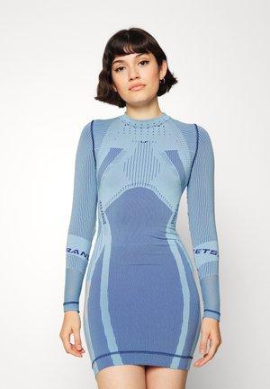IF BODYCON DRESS - Jerseyklänning - blue