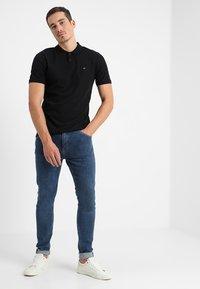 Calvin Klein - REFINED CHEST LOGO - Pikeepaita - perfect black - 1