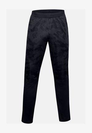 UA SPORTSTYLE PQE CAMO TK PT - Tracksuit bottoms - black