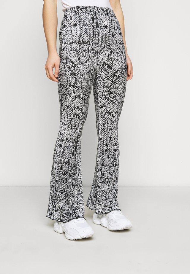SNAKE PLISSE - Pantalon classique - multi