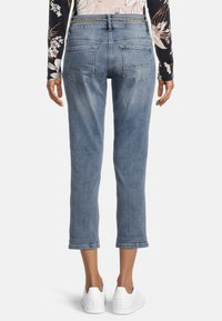 Betty Barclay - MIT WASCHUNG - Straight leg jeans - light blue denim - 2