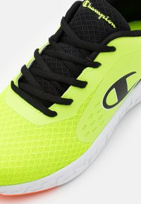 Champion - LOW CUT SHOE BOLD UNISEX - Scarpe da fitness - yellow/new black - 5