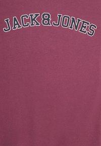 Jack & Jones - JORCHOLL TEE CREW NECK - Triko spotiskem - hawthorn rose - 2