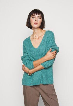 LINNA - Sweter - grün