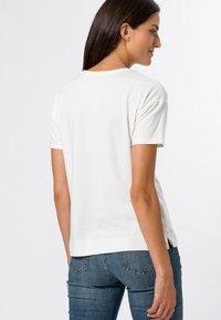 zero - MIT LEO FRONTPRINT - Print T-shirt - offwhite - 2